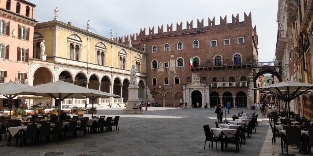 Piazza dei Signori: itinerario per vedere Verona in 2 giorni
